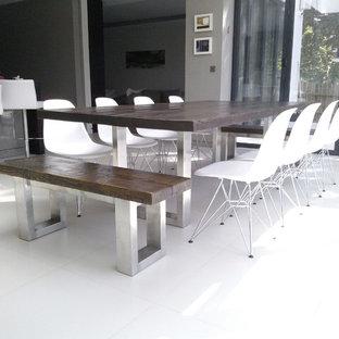 Dining room - modern dining room idea in London