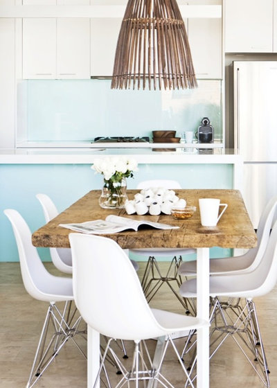 Beach Style Dining Room by Designhunter