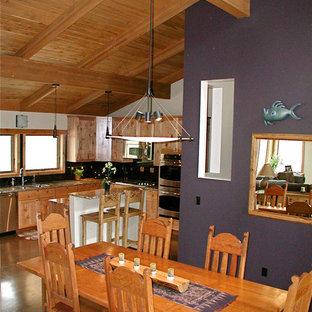 アルバカーキの中サイズのおしゃれなダイニングキッチン (グレーの壁、コンクリートの床、暖炉なし、グレーの床) の写真