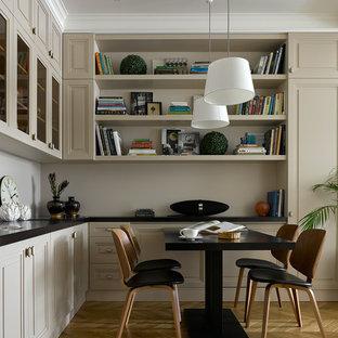 На фото: гостиные-столовые в стиле современная классика с светлым паркетным полом, бежевыми стенами и бежевым полом