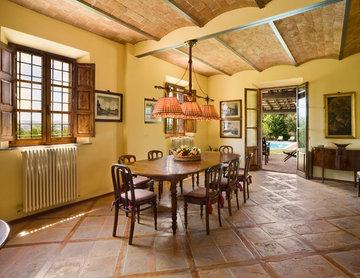 Renovated Tuscan Farm House, Siena, Italy
