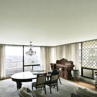 Неиссякаемый источник вдохновения для домашнего уюта: большая гостиная-столовая в современном стиле с белыми стенами и паркетным полом среднего тона