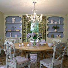 traditional dining room by 2to5design