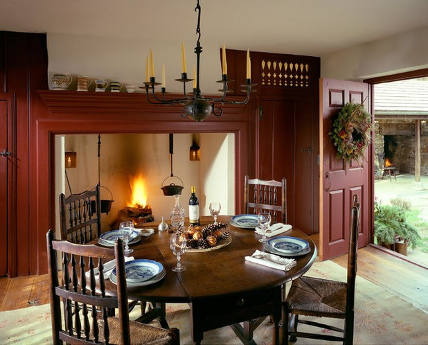 Farmhouse Dining Room by John Milner Architects, Inc.