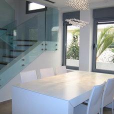 Modern Dining Room by Rina Magen