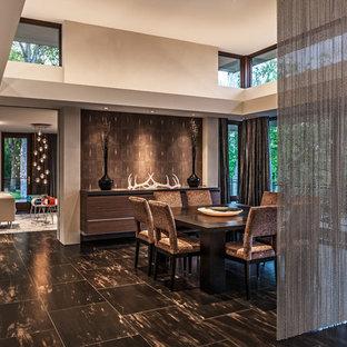 Неиссякаемый источник вдохновения для домашнего уюта: столовая в современном стиле с белыми стенами и полом из керамической плитки
