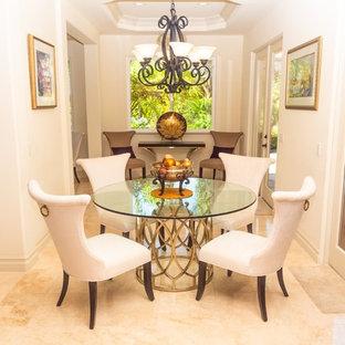 Diseño de comedor clásico, de tamaño medio, cerrado, sin chimenea, con paredes beige, suelo beige y suelo de mármol