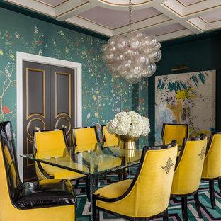 Ispirazione per una sala da pranzo minimal chiusa e di medie dimensioni con pareti verdi e moquette
