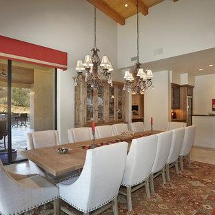 フェニックスの大きいサンタフェスタイルのおしゃれなLDK (ベージュの壁、トラバーチンの床、標準型暖炉、石材の暖炉まわり) の写真