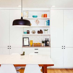 Immagine di una sala da pranzo aperta verso la cucina design con pavimento in vinile