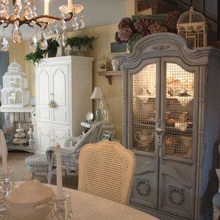 Idéer för shabby chic-inspirerade matplatser, med beige väggar