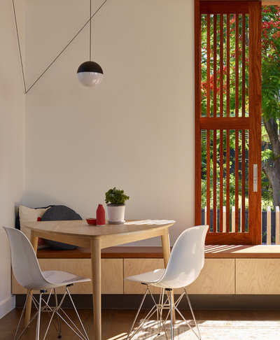 Contemporary Dining Room by Arcke Pty Ltd