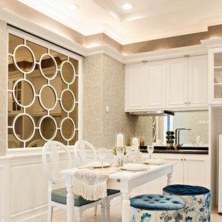 Esempio di una piccola sala da pranzo aperta verso la cucina chic con pavimento in gres porcellanato e nessun camino