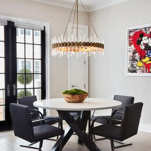 Inspiration för ett mellanstort funkis kök med matplats, med grå väggar, mellanmörkt trägolv och brunt golv