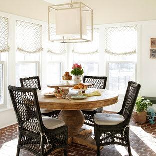 Idée de décoration pour une salle à manger tradition avec un sol en brique et un mur beige.