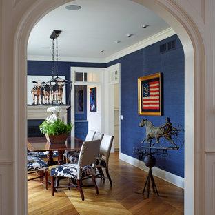 Idéer för att renovera en mellanstor vintage separat matplats, med blå väggar, mellanmörkt trägolv, en standard öppen spis, en spiselkrans i trä och brunt golv