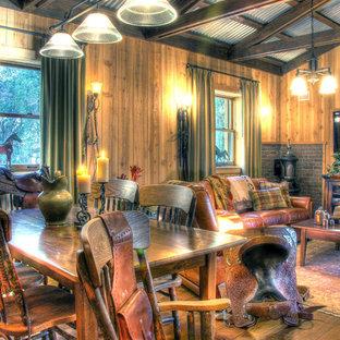 Foto de comedor de estilo de casa de campo, de tamaño medio, con suelo de madera en tonos medios y chimenea de esquina