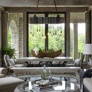 Ispirazione per una sala da pranzo aperta verso il soggiorno stile rurale