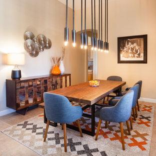 Exempel på en stor modern matplats med öppen planlösning, med beige väggar och klinkergolv i porslin