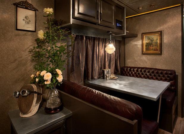 Классический Столовая by Chandler Prewitt Interior Design
