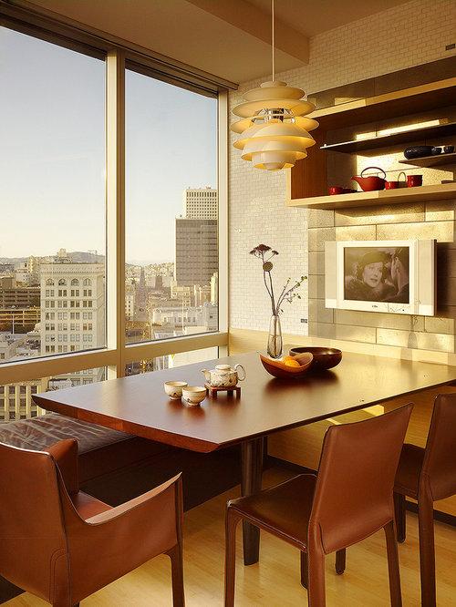Sala da pranzo aperta verso la cucina con pavimento in bambù - Foto ...