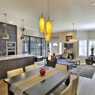 Inspiration pour une salle à manger ouverte sur le salon design avec un sol en bois clair.