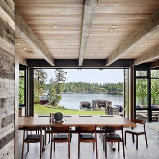 Idéer för en stor rustik matplats med öppen planlösning, med mörkt trägolv och svart golv