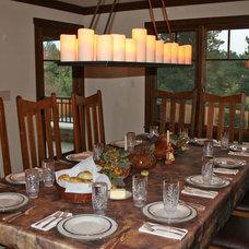 Traditional Dining Room by Kiyohara Moffitt