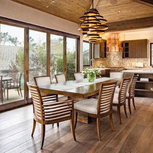 Idées déco pour une grand salle à manger ouverte sur la cuisine exotique avec un mur beige, un sol en bois brun et aucune cheminée.