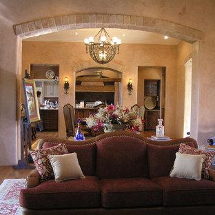 Ispirazione per una grande sala da pranzo aperta verso il soggiorno chic con pareti rosse, pavimento in legno massello medio, nessun camino e pavimento marrone