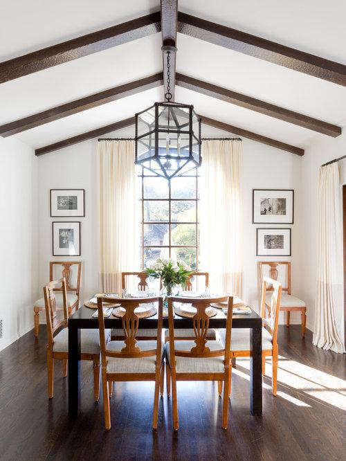 Mediterranean dining room design ideas remodels photos for Mediterranean dining room design ideas