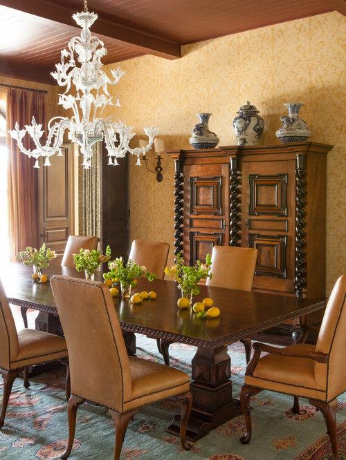 Mid sized mediterranean dining room design ideas remodels for Mediterranean dining room design ideas