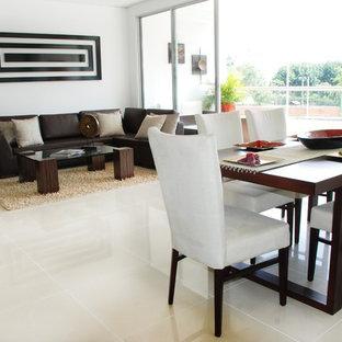 Modelo de comedor actual, abierto, con suelo de mármol y suelo beige