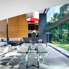 Modern Dining Room by SAOTA - Stefan Antoni Olmesdahl Truen Architects