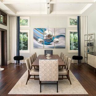 Ispirazione per un'ampia sala da pranzo aperta verso il soggiorno design con pareti grigie, pavimento in legno massello medio, nessun camino e pavimento marrone