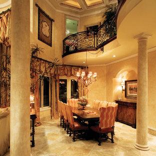 Пример оригинального дизайна интерьера: огромная отдельная столовая в средиземноморском стиле с бежевыми стенами и полом из травертина без камина