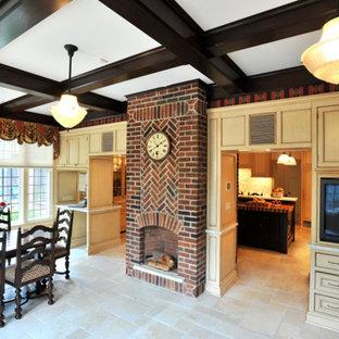 Imagen de comedor de cocina clásico, de tamaño medio, con estufa de leña y marco de chimenea de ladrillo