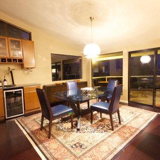 シアトルの広いコンテンポラリースタイルのおしゃれなLDK (マルチカラーの壁、コルクフローリング、標準型暖炉、石材の暖炉まわり) の写真
