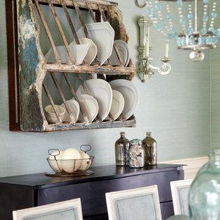 Esempio di una sala da pranzo stile shabby con pareti verdi