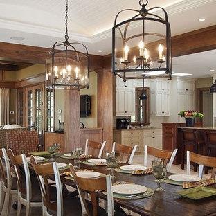На фото: гостиная-столовая среднего размера в стиле кантри с бежевыми стенами и полом из травертина без камина с