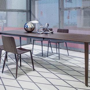 Idee per un'ampia sala da pranzo aperta verso la cucina minimal con pareti blu, pavimento in linoleum, nessun camino e pavimento bianco