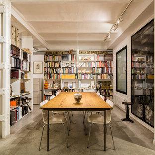 Ejemplo de comedor urbano con paredes blancas, suelo de cemento y suelo gris