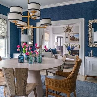 Imagen de comedor costero, de tamaño medio, cerrado, sin chimenea, con paredes azules y suelo de madera clara