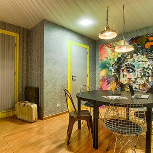 Modelo de comedor contemporáneo con paredes grises