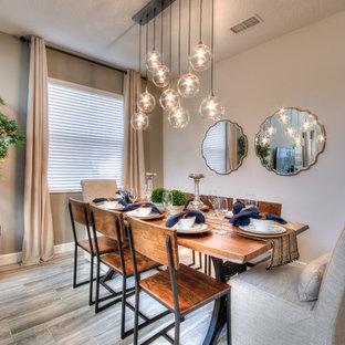 Idéer för att renovera en mellanstor vintage separat matplats, med grå väggar, klinkergolv i porslin och grått golv