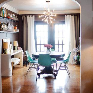 Shabby chic-inspirerad inredning av en matplats, med bruna väggar