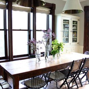 Idee per una sala da pranzo aperta verso la cucina stile shabby