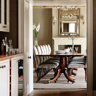 Dining room - cottage dining room idea in Gloucestershire