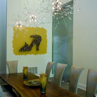 Idee per una sala da pranzo minimal con pareti bianche
