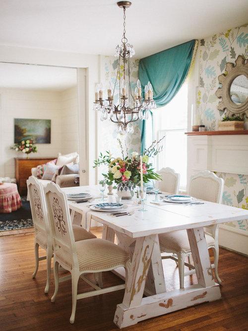 salle manger romantique avec un mur multicolore photos et id es d co de salles manger. Black Bedroom Furniture Sets. Home Design Ideas